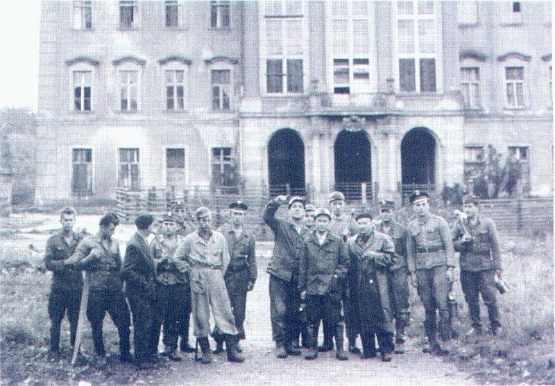 Żołnierze i górnicy.